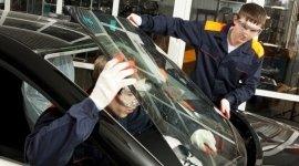 riparazione cristalli per veicoli, sostituzione di vetri per autoveicoli, squadratura scocche con dima