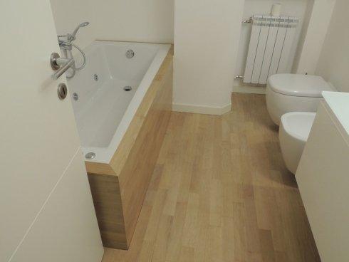 parquet in legno in bagno