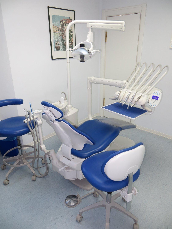 poltrona per pazienti all'interno dello studio