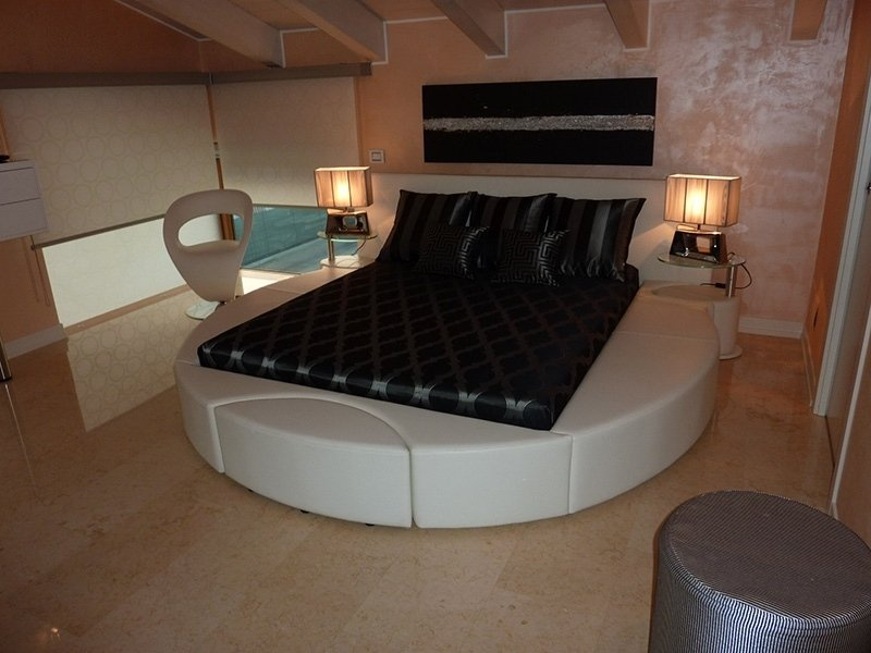 спальни с двуспальными кроватями