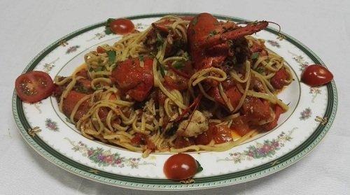 spaghetti con pesce e pomodorini