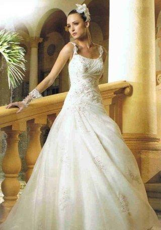 abito da sposa con spalline, negozio vestiti cerimonia, abiti sartoriali sposa