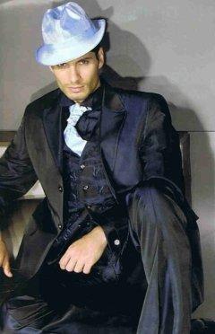abito con tessuti pregiati, abito blu, abito scuro