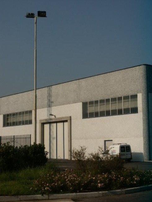 Progettazione di impianti di illuminazione per capannoni