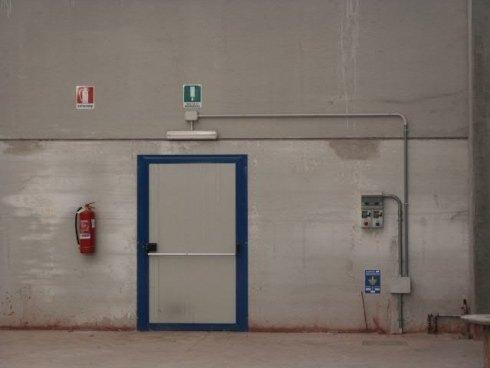 Dettaglio: illuminazione di una uscita di sicurezza