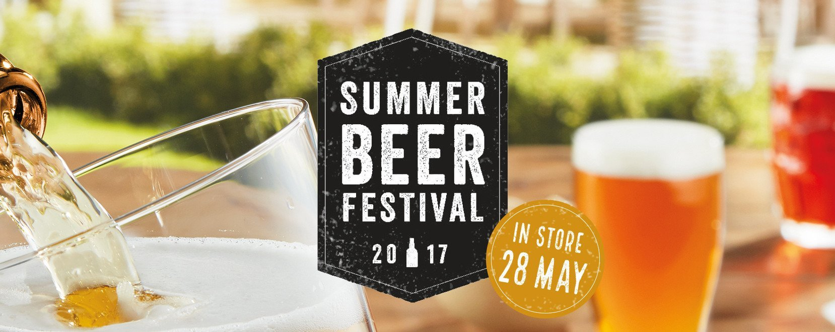 ritual alechemy pour pint schooner pale ale on table brewing brewery aldi summer beer festival