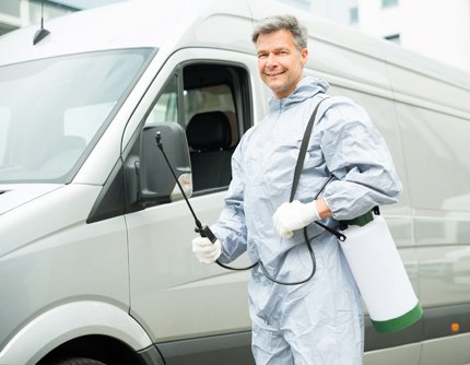 Expert with pesticides equipement