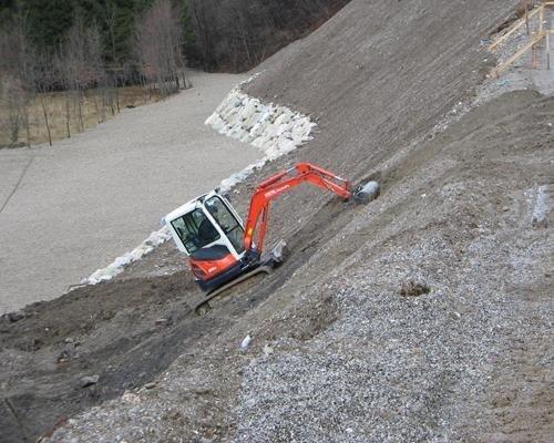 Escavatore in salita
