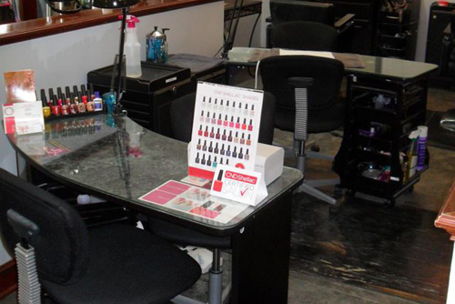 Beauticians giving manicures in Tallmadge, OH