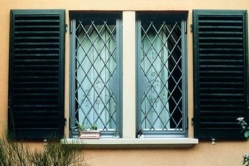Fotogallery realizzazioni ferro bologna officina rami - Grate per finestre villa ...