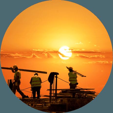 operai durante dei lavori di costruzione