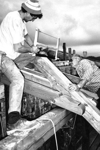 immagine storica di operai durante una costruzione edile