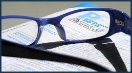 occhiali su di un foglio