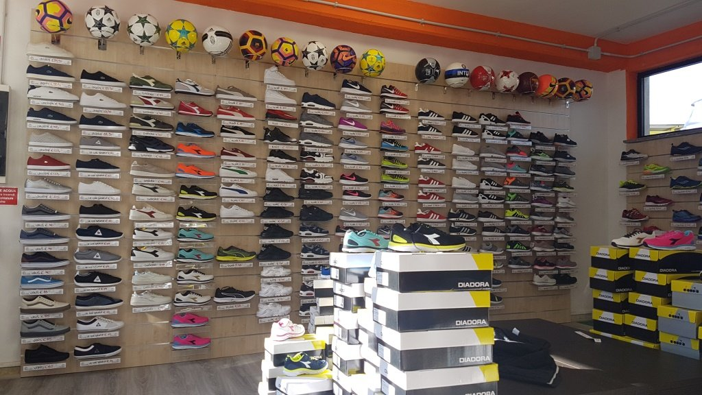 calzature da tennis, scarpe da tennis, viterbo