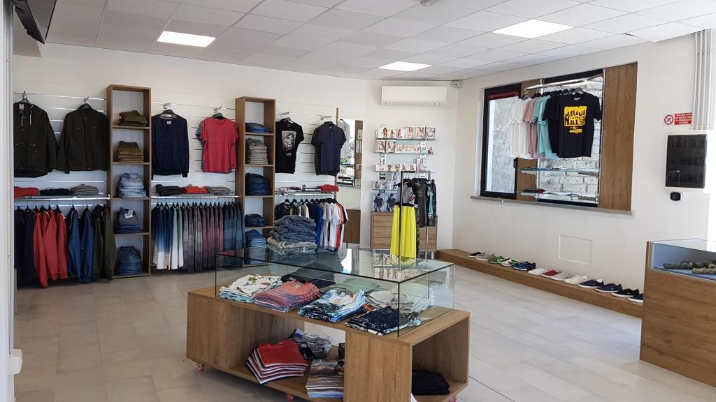 Abbigliamento sportivo, jeans e casuals, Viterbo