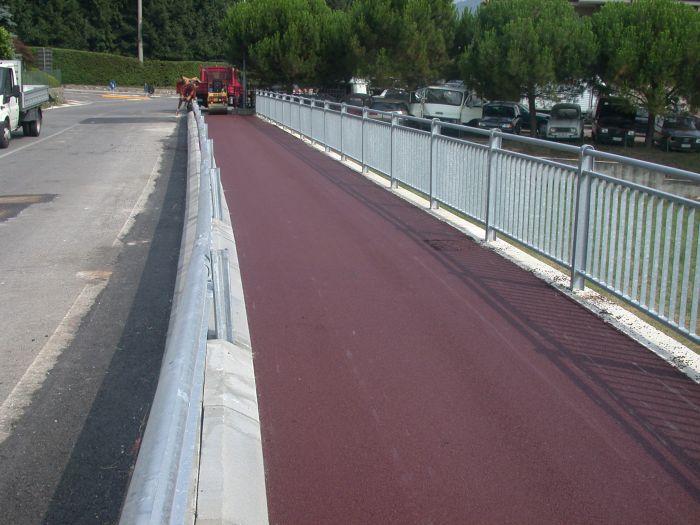 pista ciclabile durante costruzione