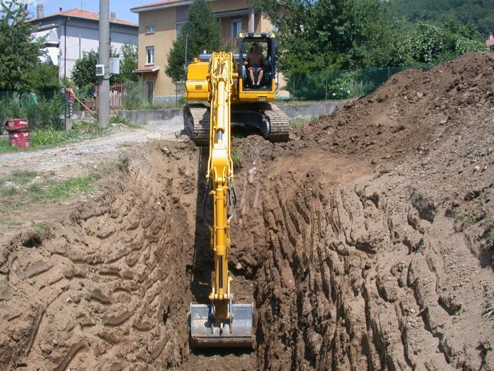 escavatrice in funzione