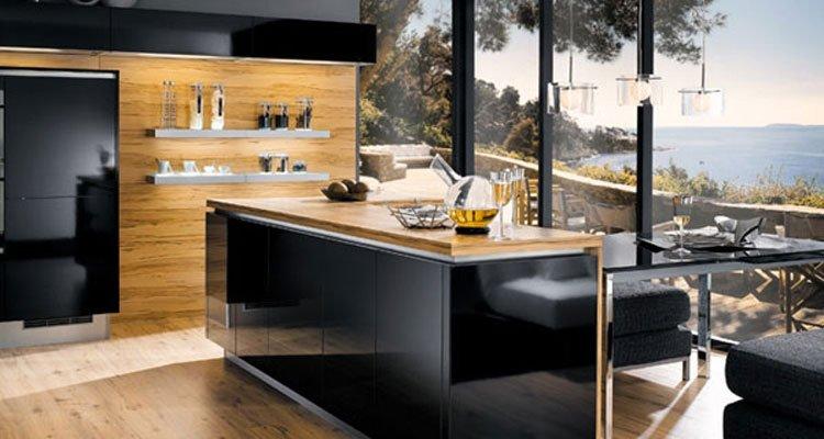 cucina con finestra panoramica