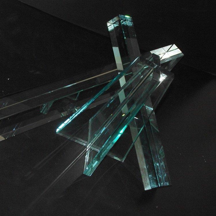 incollaggio vetro a Raggi UV