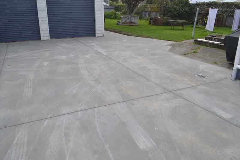 Fresh expansion cuts in new domestic driveway