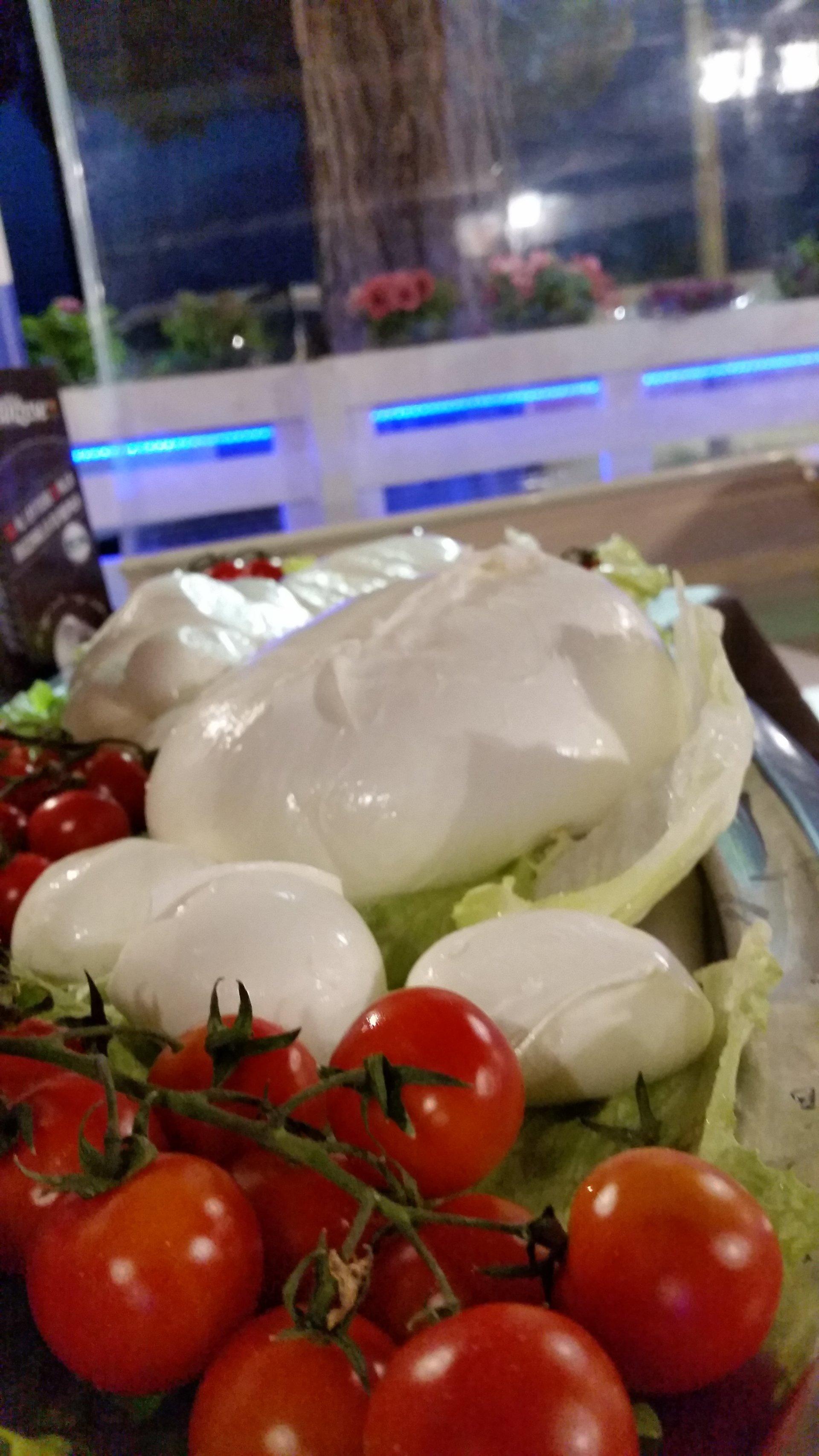 mozzarella e pomodorini freschi