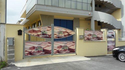 cancello della ditta ALMA LEGNAMI
