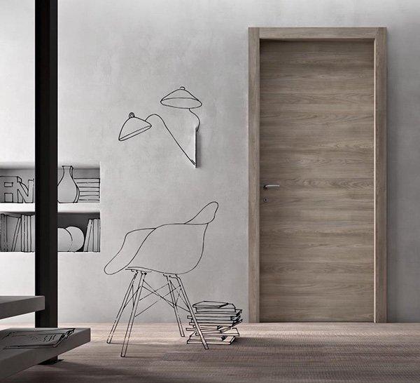 porta in legno chiaro e il disegno di una sedie e delle lampade
