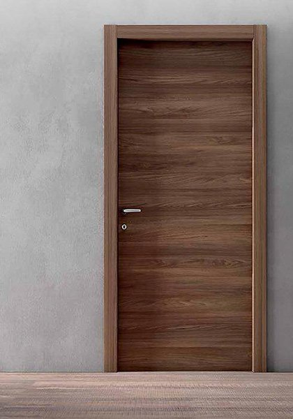 Porta di legno marrone