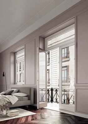 Porta di balcone e finestra di metallo e pvc bianco