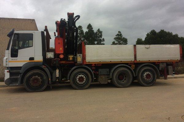 camion per trasporto materiale edile