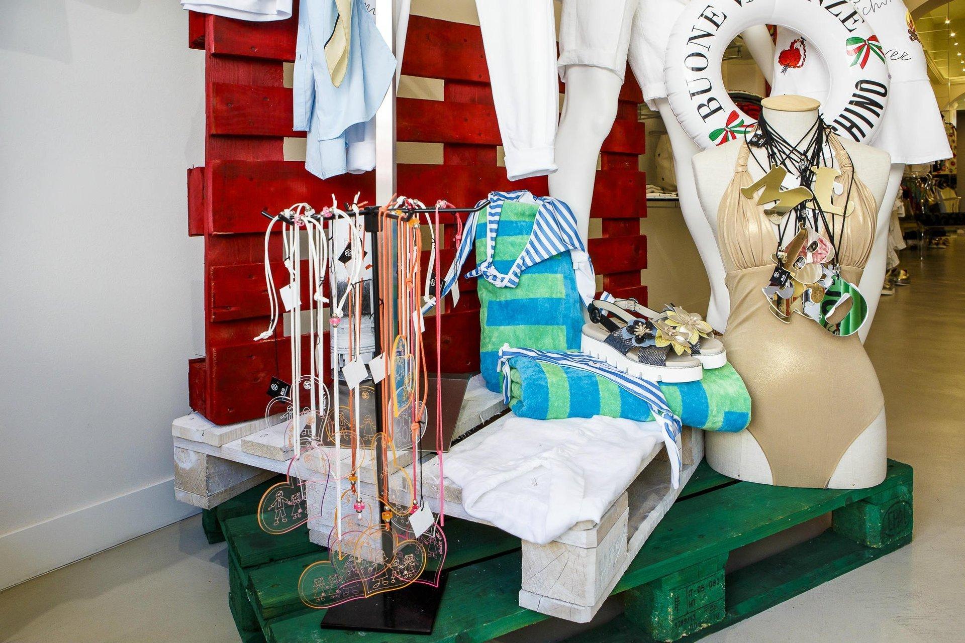 Alta moda donna e accessori di lusso cecina li michelabini - Bagno da gigi cecina ...