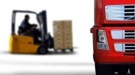 movimentazione merce, muletto, carico camion