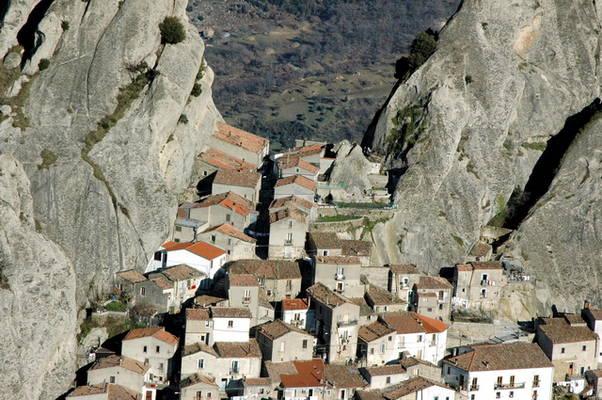 case in media di roccia