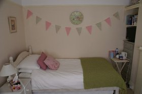 Vintage bedrooms - Worthing, West Sussex - Whitehouse Bed and Breakfast - Bed