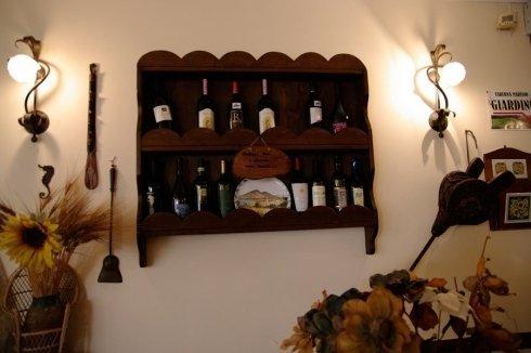 scaffale di vino