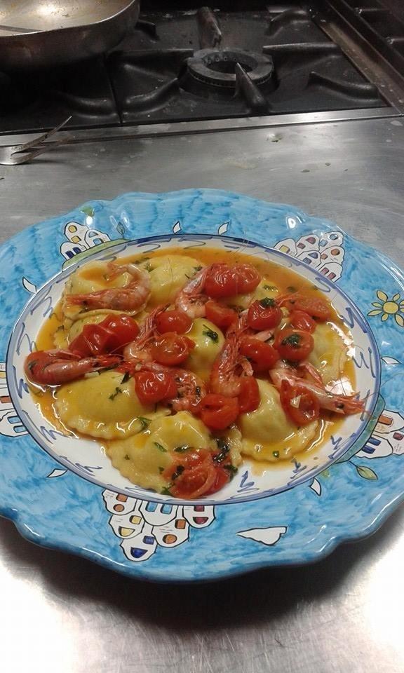 ravioli di pesce con pomodori