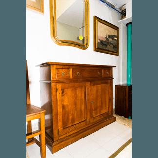 Credenza in legno in stile classico