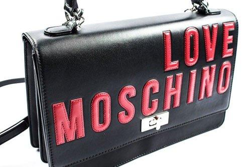 una borsetta di Love Moschino