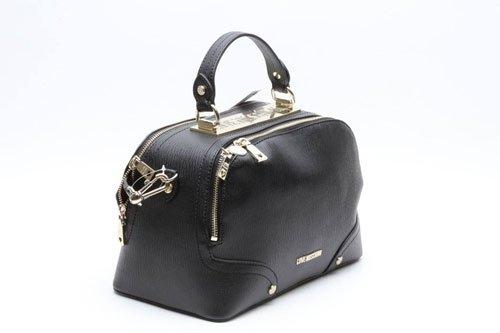 una borsa di pelle di color nero