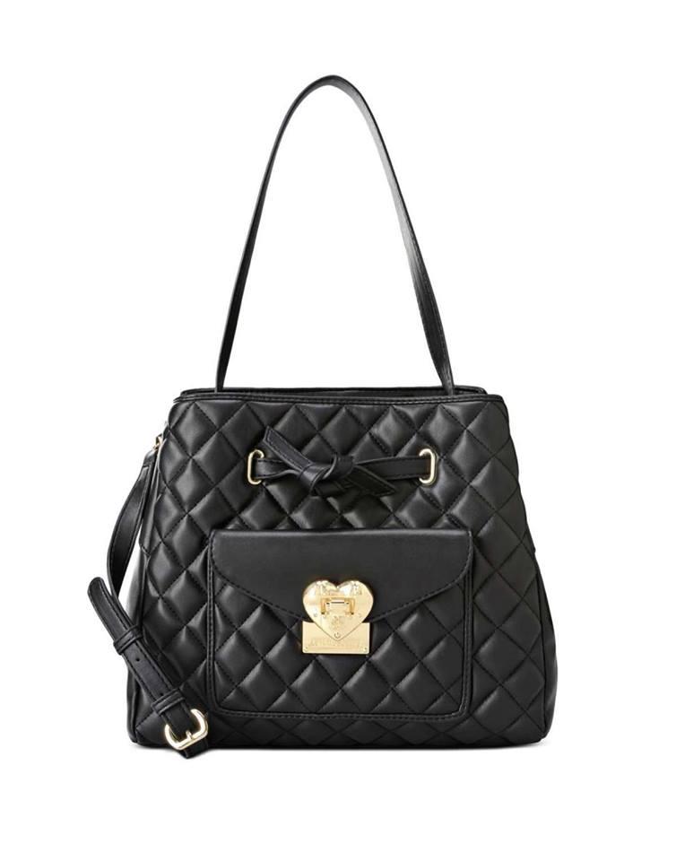 una borsa di pelle trapuntata di Love Moschino