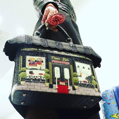 una borsa con scritto Piano Bar Vendula