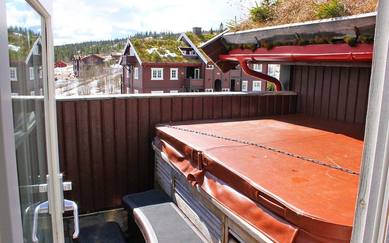 Utendørsbadet i leilighet Knettlia 749C - Sjumilskogen booking Trysil