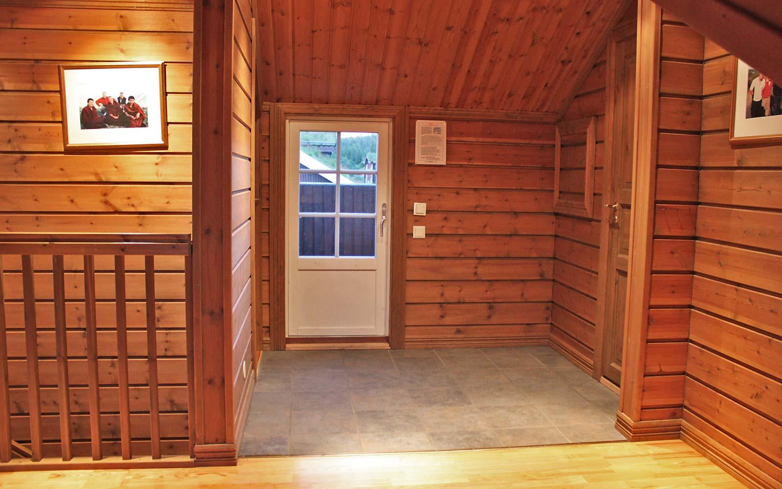 Utgangen til utendørsbadet i leilighet Knettlia 749D - Sjumilskogen booking Trysil