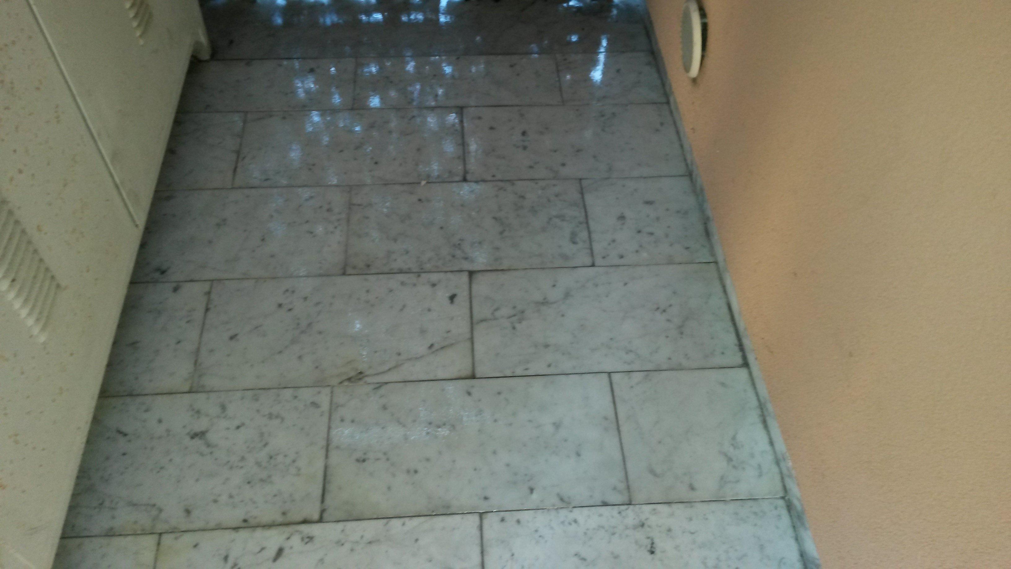 Pavimento grigio lucidato