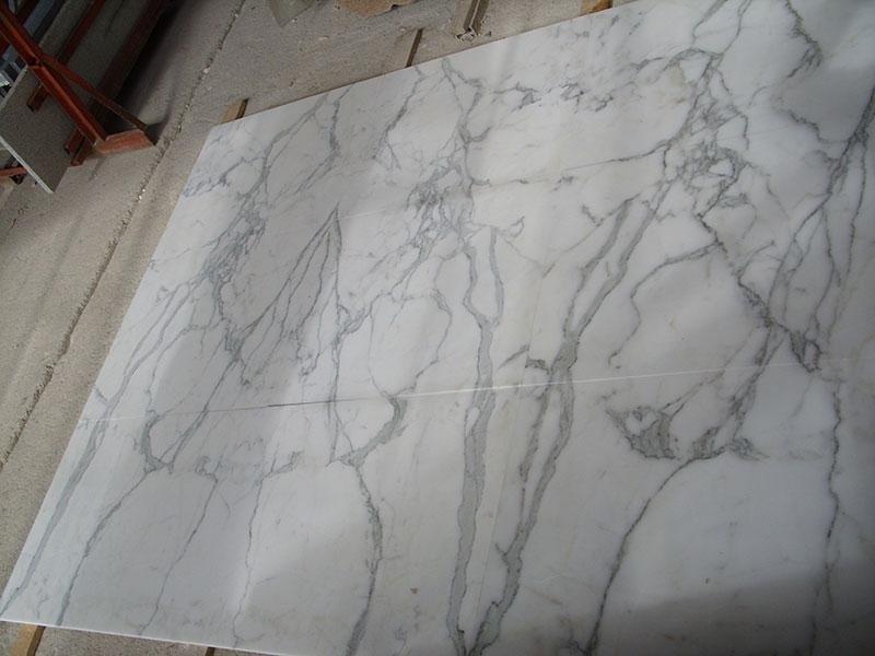 pavimento in statuario a macchia aperta