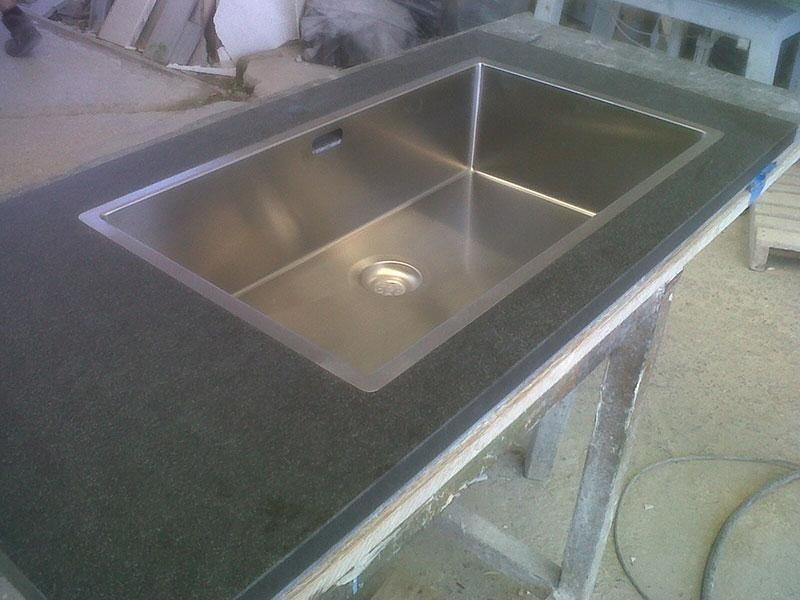top cucina granito nero spazzolato