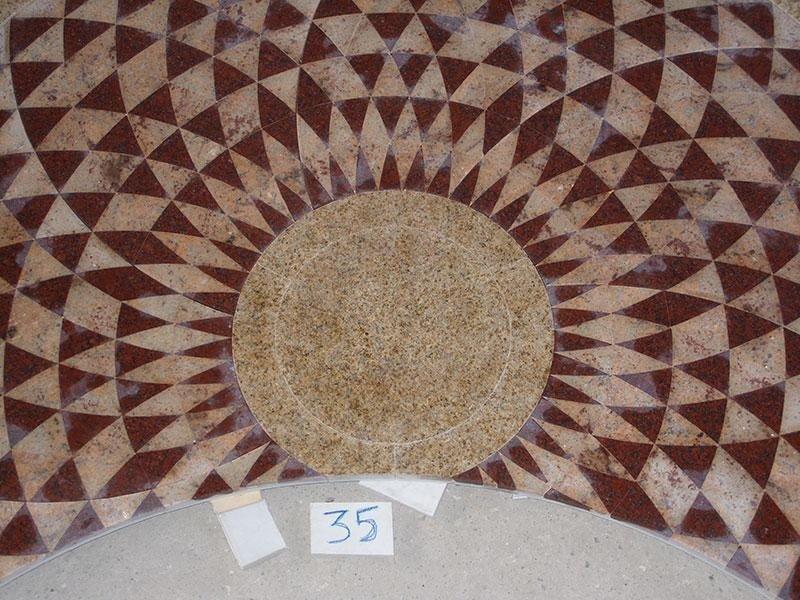 pavimento granito intarsiato
