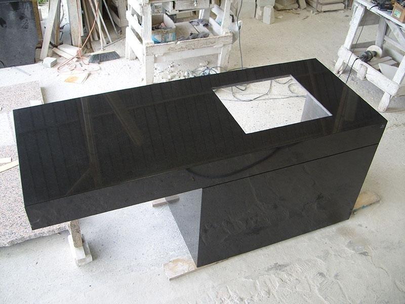penisola granito nero