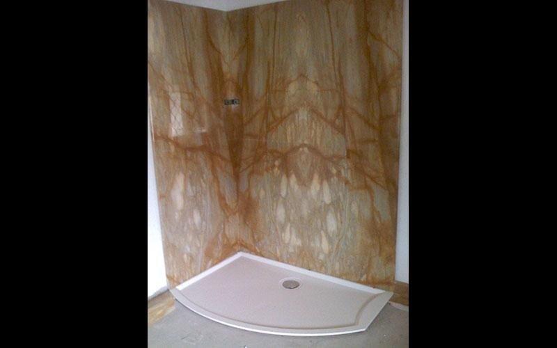 rivestimento doccia in giallo siena macchia aperta