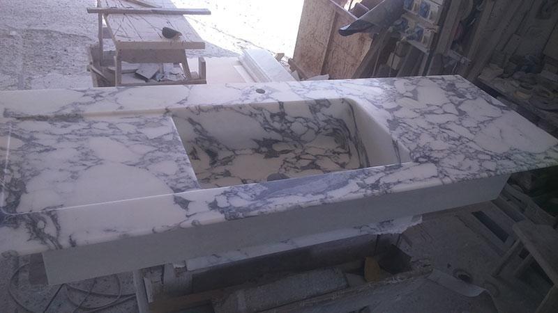 lavello in massello in Arabesbato corchia
